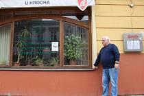 Jiří Toška před opavskou restaurací U Hrocha.