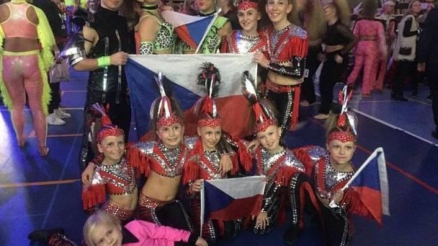 Mistrovství světa Disco dance se před pár dny konalo ve švédském Örebru. Z celé České republiky se jej zúčastnilo pouze jedenáct tanečníků, z toho osm jich bylo z opavské školy Dance4Life.
