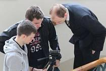 Studenti během natáčení.