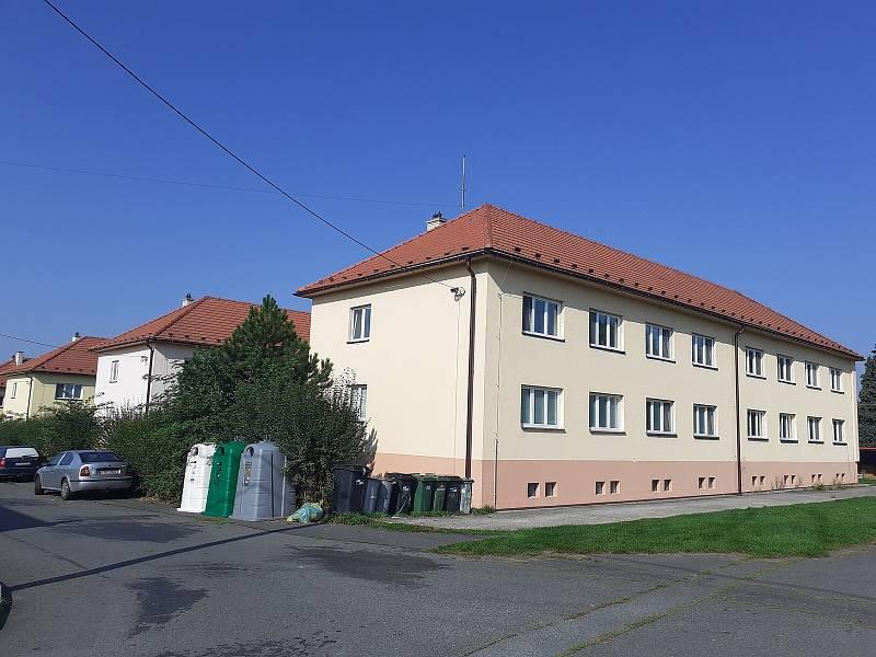 Bývalá vojenská kasárna - bývalé důstojnické domy, dnes jsou zde obecní byty.