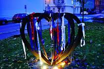 Srdce Studenstva které stojí před Slezskou Univerzitou v Opavě nepřipomíná jenom studenty ze 17. listopadu 1989, ze Sametové Revoluce.