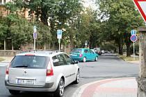 Řidiči by si na novou změnu dopravního značení na Tyršově ulici měli dávat větší pozor.