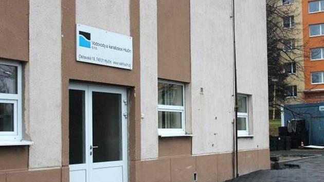 Firma na svém nynějším sídle v kulturním domě.