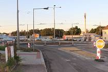 Radnici bude stát participace na rondelu mezi ulicemi Krnovská a Vančurova o necelý milion více. Hotovo by mohlo podle stavařů být v polovině září.