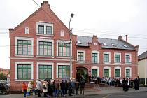 Opravená budova úřadu doplnila historizující novogotické centrum Ludgeřovic.