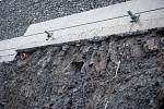 V pondělí 18. září sesunula část gabionové stěny u silnice I/11.