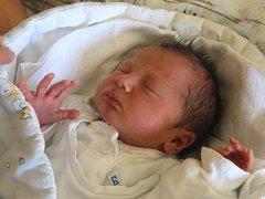 Marek Migdal se narodil 13. září, vážil 3,03 kilogramů a měřil 47 centimetrů. Rodiče Alena a Luděk z Milostovic mu přejí, aby se mu v životě dařilo a aby na něj byl bráška Erik hodný.
