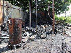 Jednoho mrtvého člověka vydaly spálené trosky malé budovy nedaleko nádraží Opava-západ.