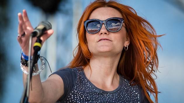 Atraktivní víkendový program 12. ročníku festivalu Štěrkovna Open Music  (například Horkýže Slíže, Precedens, Mig 21 nebo Jelen) byl tak nabitý, že nedošlo ani na dražbu sochy motýla.