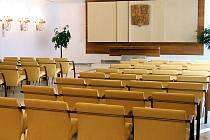 Obřadní síň v Hlučíně má kapacitu 64 sedadel.