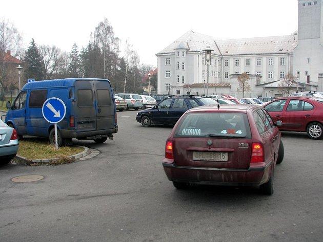 Nemocniční parkoviště v Opavě. Ilustrační foto.