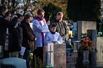 Dušičky na hřbitově v Opavě-Jaktaři v neděli 1. listopadu 2015.