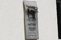 U vstupu do budovy C opavského magistrátu na Krnovské ulici byla v pondělí v dopoledních hodinách odhalena pamětní deska věnovaná jednomu z největších českých hrdinů Janu Kubišovi, který na konci května roku 1942 úspěšně spáchal atentát na říšského protek