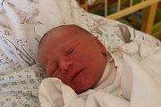 """Samuel Polda se narodil 2. května, vážil 2,95 kilogramu a měřil 48 centimetrů. """"Je to naše první miminko. Přejeme mu, ať je hlavně zdravý,"""" řekli rodiče Barbora Tvrdá a Tomáš Polda z Opavy."""