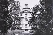 Fotografie kravařského zámku přibližně z třicátých let minulého století.