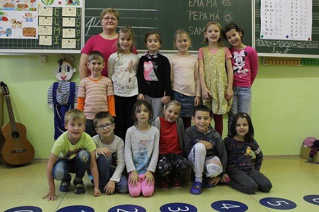 Na fotografii jsou žáci ze ZŠ a MŠ Opava-Komárov.
