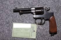 Revolver Rast & Gasser 1898, ráže 8 mm, skončil také v rukou policistů. V době první světové války byl využíván armádou Rakousko-Uherska.