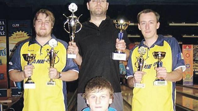 Zleva nahoře: druhý Přemysl Zbořil, vítězný Martin Orálek , bromzový Jaroslav Volný a dole nejlepší junior Radovan Uher.