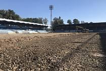 Rekonstrukce trávníku na opavském stadionu.
