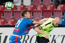 Plzeň - Zápas třetího kola MOL Cupu mezi Viktoria Plzeň a SFC Opava 5. října 2017. Tomáš Hájek - p, Tomáš Smola - o