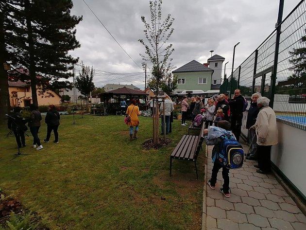 ZŠ a ŽŠ Těškovice vrámci projektu obnovila a otevřela novou školní zahradu, která nebude sloužit pouze odpočinku, ale také vzdělávání.