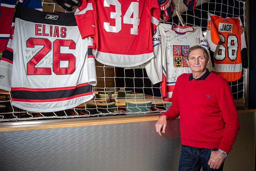 Hokejový trenér Alois Hadamczik při fotografování pro Deník, 1. září 2020 v Kravařích.