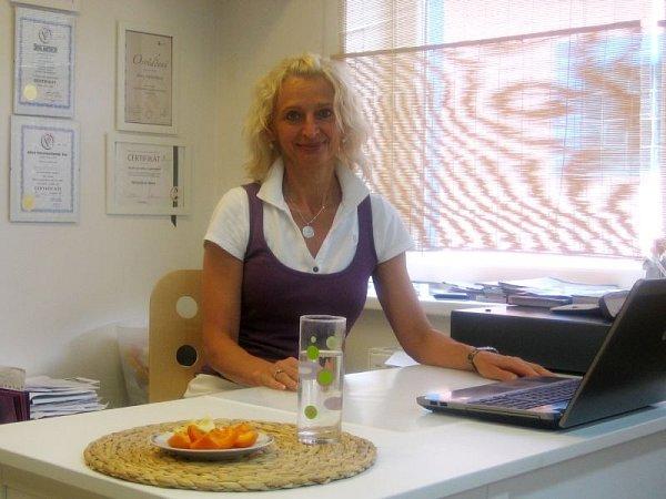 Alena Václavíková ve svém obchodě, který se nachází vHlučíně.
