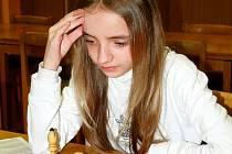 Šachové figurky nahrazovaly malé Anetě panenku.
