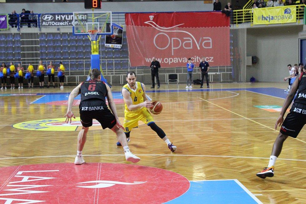 BK Opava-ERA Basketball Nymburk.
