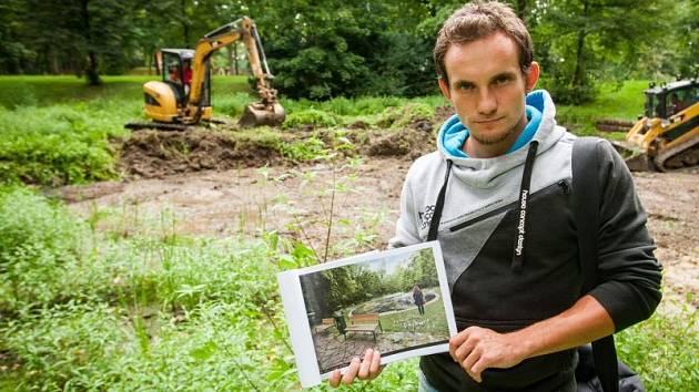 Ekolog Jakub Kubačka z Natura Opava s finální vizualizací projektu.
