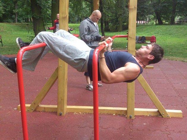 Michal Kunze chodí cvičit, když má zrovna čas. Většinou ale spíš v ranních hodinách, kdy je ve Fitness parku klid.