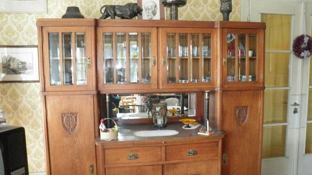 Na dvou snímcích můžete vidět některé předměty rodiny Čeledových, které nyní vlastní SZM.