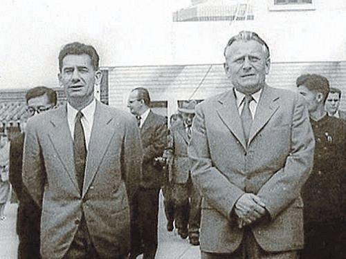 Ministr vnitra Rudolf Barák a první tajemník ÚV KSČ Antonín Novotný byli přátelé. Pak se dostali do sporu o to, kdo bude po Antonínu Zápotockém prezidentem. Barák prohrál a skončil ve vězení.