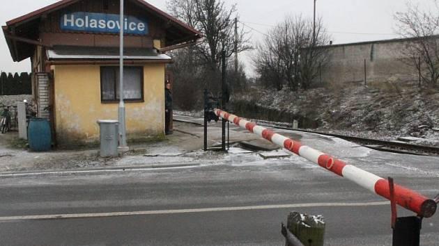 Zastávka v Holasovicích stále patří k největším železničním skvostům Opavska.