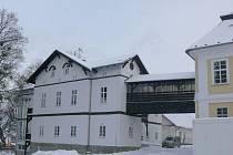 Domov na Zámku s přístavbou je po rekonstrukci krásný zvenčí i zevnitř.