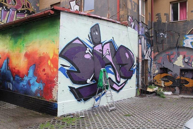 Setkání výtvarníků street artu v hudebním klubu Jam se uskutečnilo v sobotu. Další díla nastříkali na zdi vedle klubu tři opavští graffiti umělci.