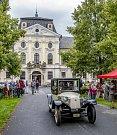 Celkem sto dvacítka účastníků se zapojila do akce s názvem Oldtimer Parade, která se během soboty uskutečnila v Kravařích.