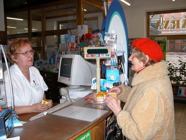 V lékárnách zaplatíte od nového roku třicet korun za každou položku na receptu.