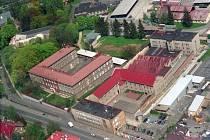 Letecký snímek mužské věznice v Krnovské ulici.