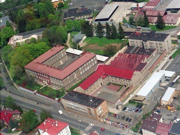 Letecký snímek mužské věznice vKrnovské ulici.
