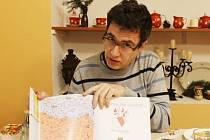Chcete vědět více o takzvané opavštině? Pomoci vám může publikace Víta Skaličky, kterou vydala Matice slezská za podpory statutárního města Opavy. Jmenuje se Opavština pro samouky.