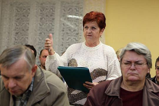 Anna Lokočová na jednání oldřišovského zastupitelstva loni v listopadu argumentuje, proč sklad v obci nechce