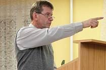 Nový starosta Oldřišova Petr Toman během jednání zastupitelstva.