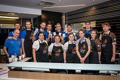 Opavští basketbalisté obsluhovali v McDonaldu