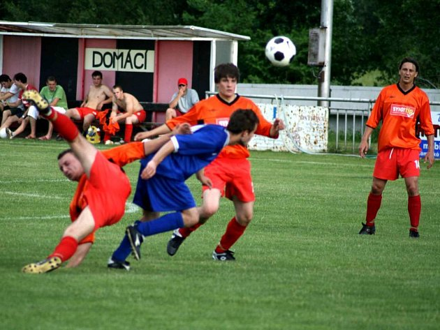 Fotbalisté Jakartovic vyhráli ve Velkých Hošticích nad místní rezervou a pomalu se mohou těšit na I. B třídu.
