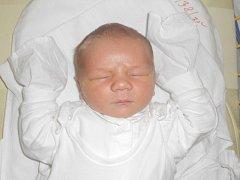 """Tomáš Řeháček se narodil 17.února, vážil 3,77 kg a měřil 49 cm. """"Přejeme hodně zdraví, štěstí a lásky,"""" řekli rodiče Klára a Lukáš Řeháčkovi z Velkých Hoštic."""