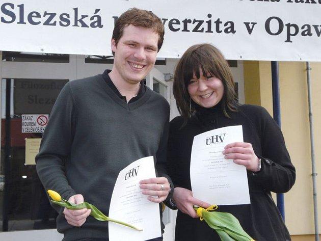 Úspěšní studenti Ondřej Haničák a Hana Komárková.