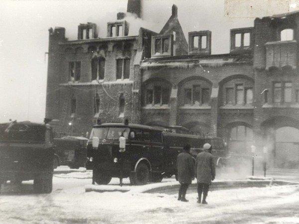 Rozsáhlý požár vlednu roku 1972způsobila závada na elektrospotřebiči. Kompletně při něm shořel celý severní trakt.