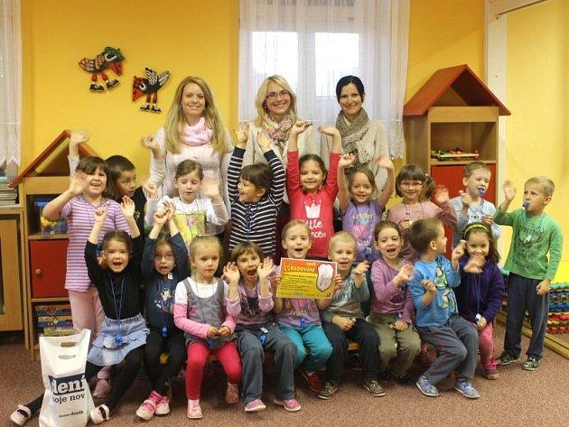 Soutěž Deníku nazvaná HRADOVÁNÍ určená mateřským školám z Opavska zná již svého výherce. V úterý byla předána hlavní cena Mateřské škole Neumannova v Opavě.