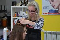 Slečna Pavlínka k nám do Estudia přišla s dlouhými vlasy barvy světle hnědé se zesvětlenými konci.